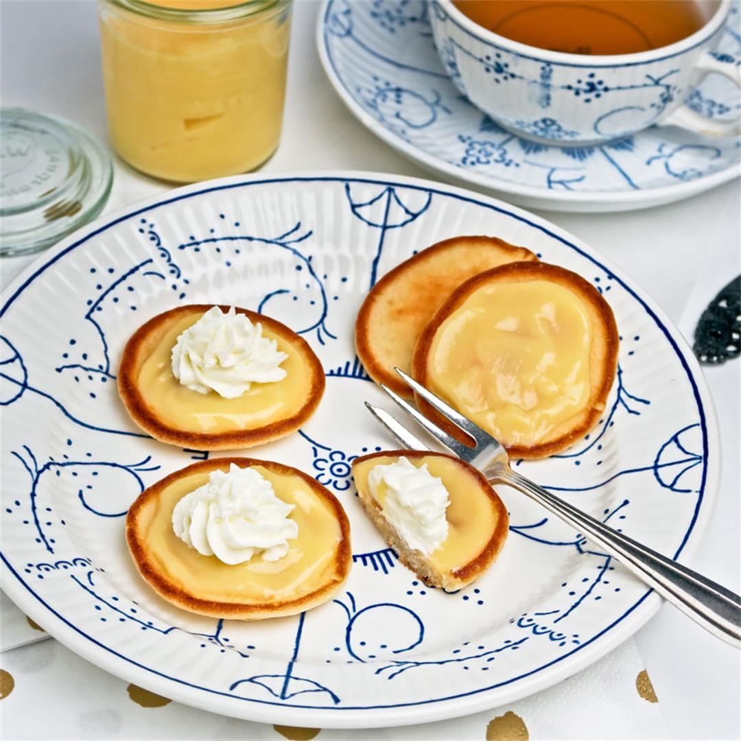 Small pancakes with orange curd and whipped cream for high tea!