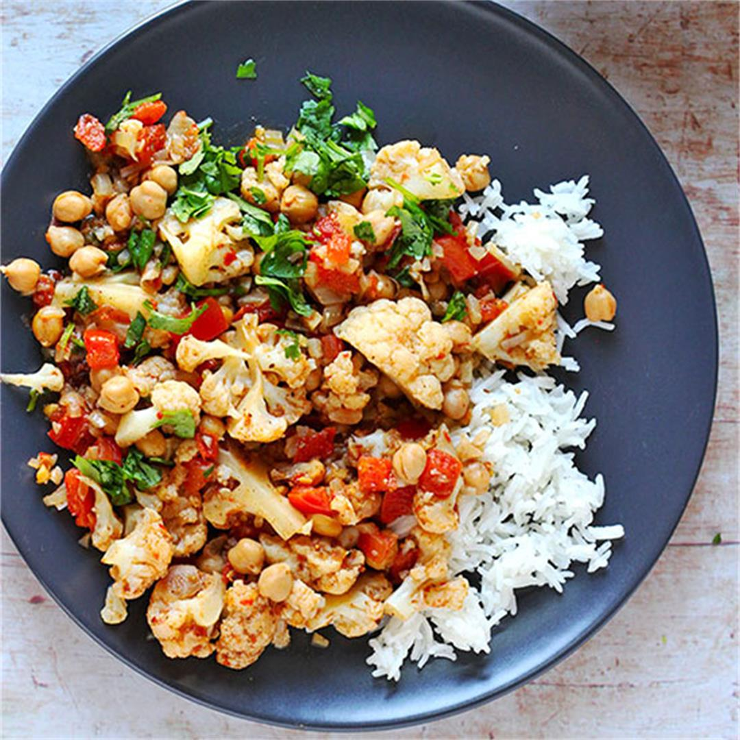 chickpea-cauliflower curry (plant-based/oil free)