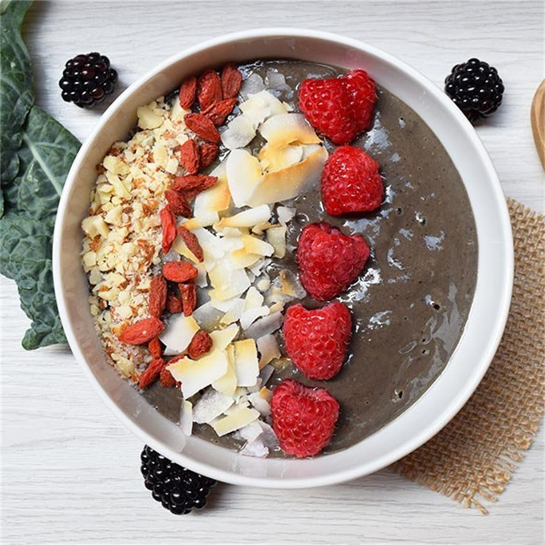 Blackberry and Banana Smoothie Bowl