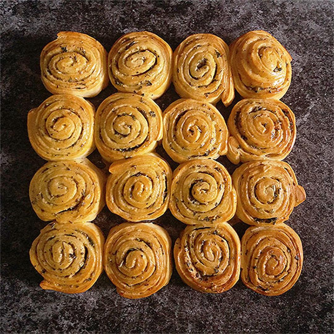 Mediterranean Herbs Pinwheel Rolls