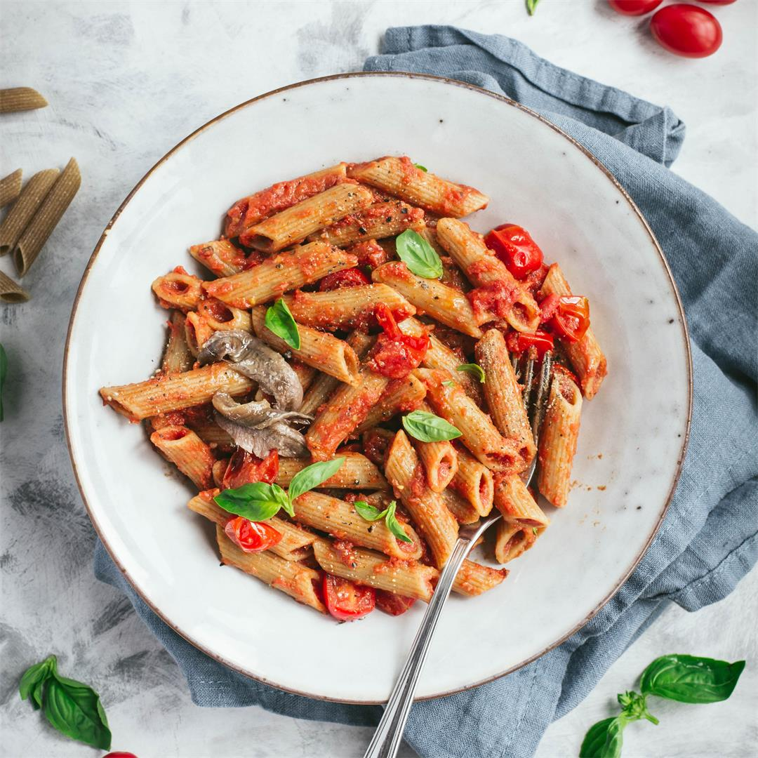 Pasta with tomatoes and anchovies