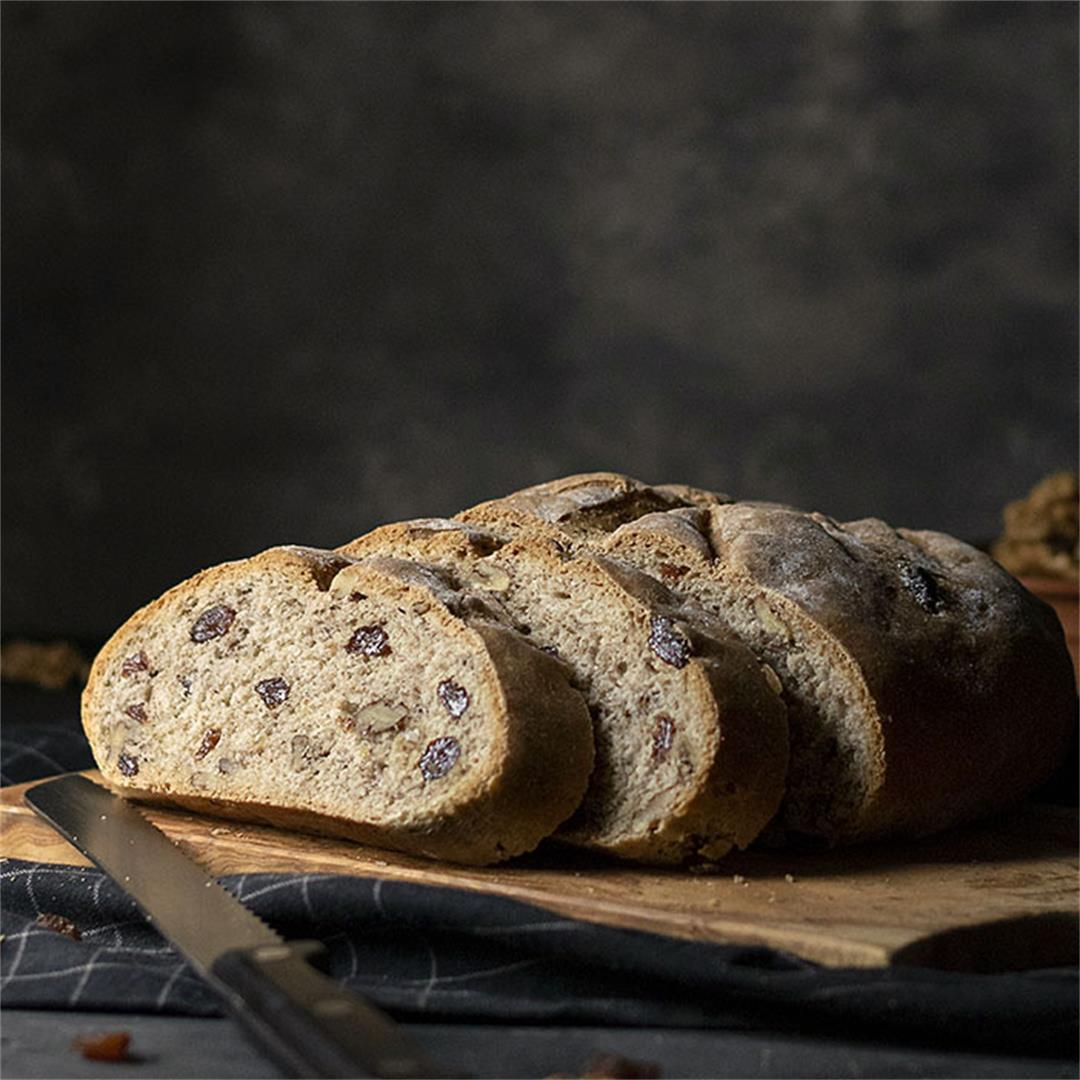 Easy whole wheat walnut – raisin bread (Vegan)