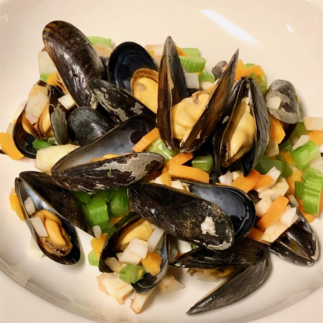 Belgian beer steamed mussels