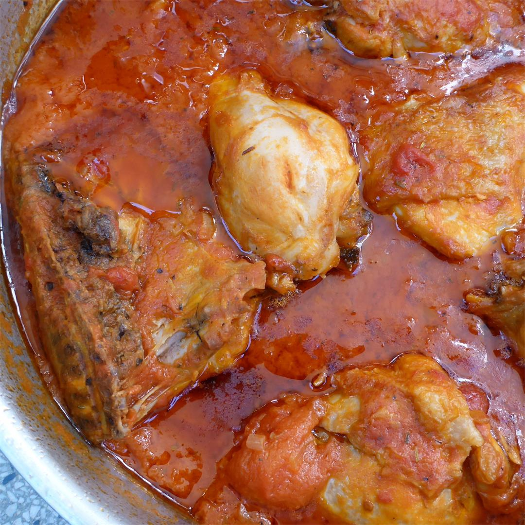 Easy and flavorful chicken in tomato sauce
