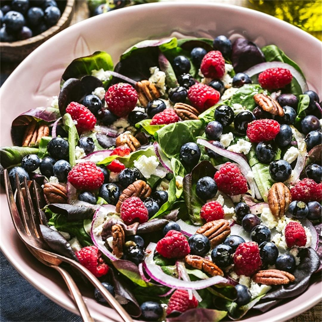 Spinach Blueberry Salad with Pecans and Feta Cheese