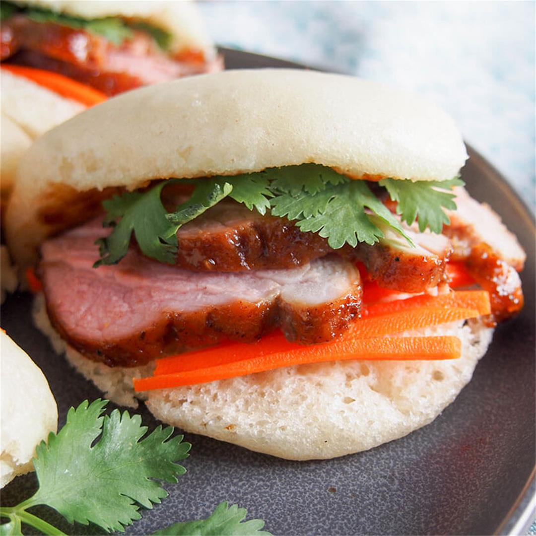 Steamed bao buns with pork