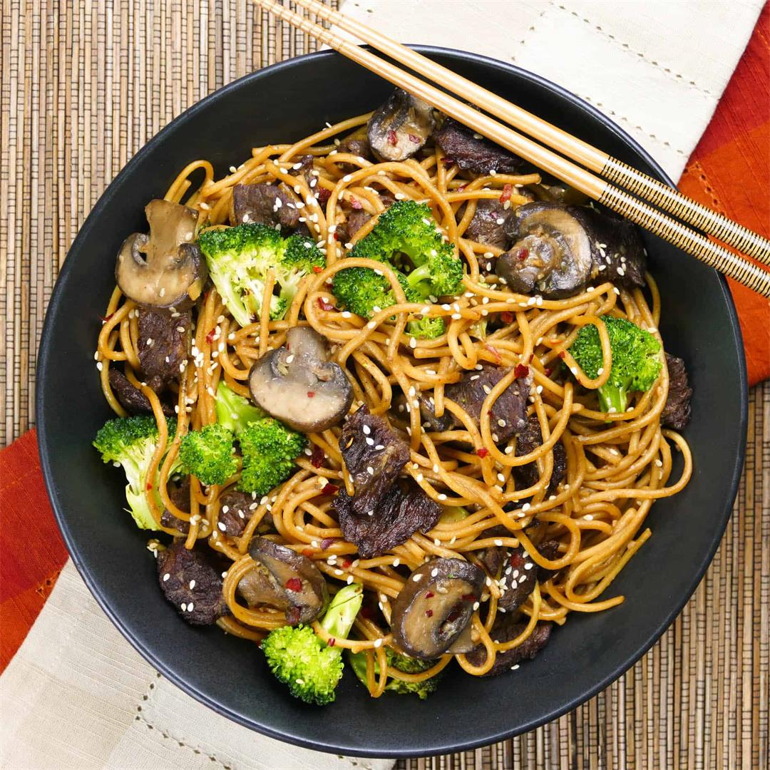 Instant Pot Beef Lo Mein Noodles with Broccoli and Mushrooms