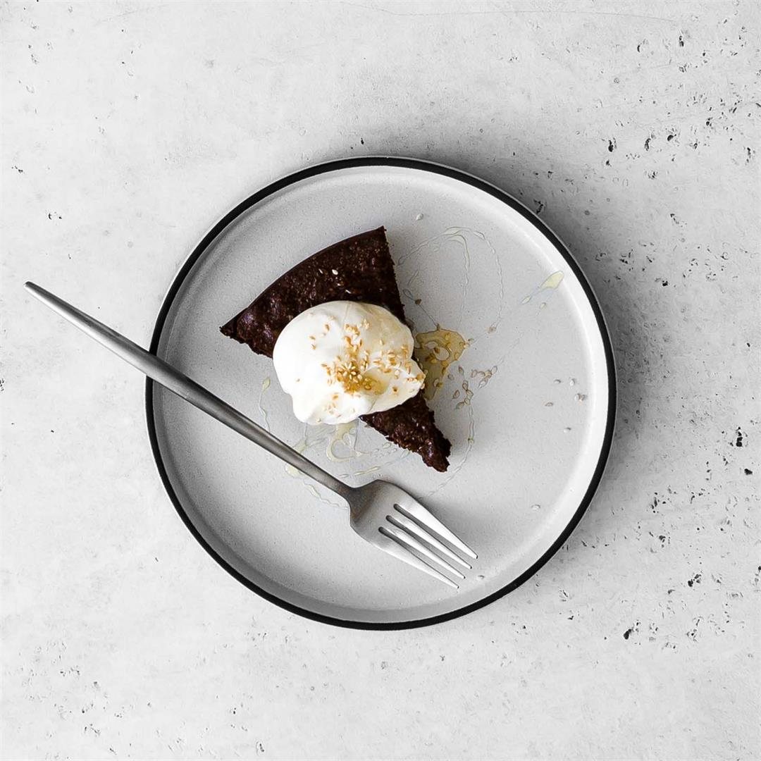 Tahini and Chocolate Flourless Cake