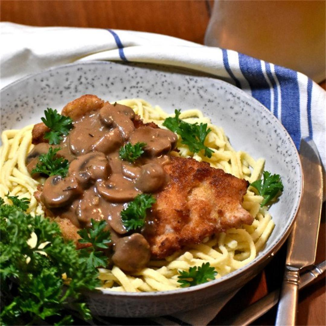 Jägerschnitzel (Hunter's pork cutlet with mushroom gravy)