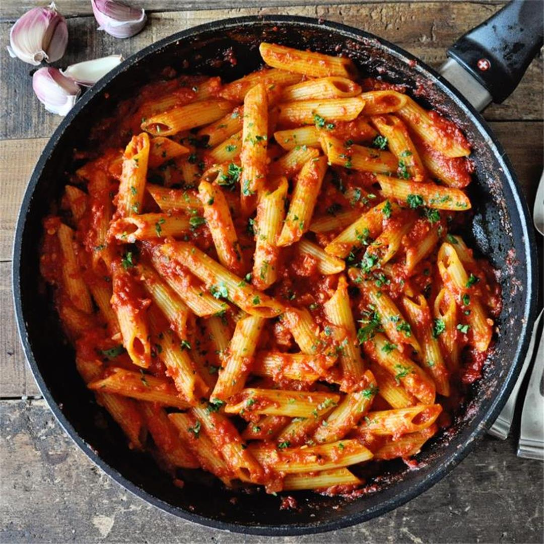 Spanish Pasta with Roasted Red Pepper Sauce