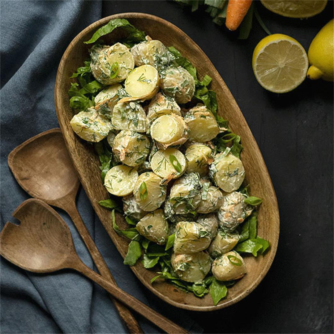 Baby potato salad with yogurt, dill and chives