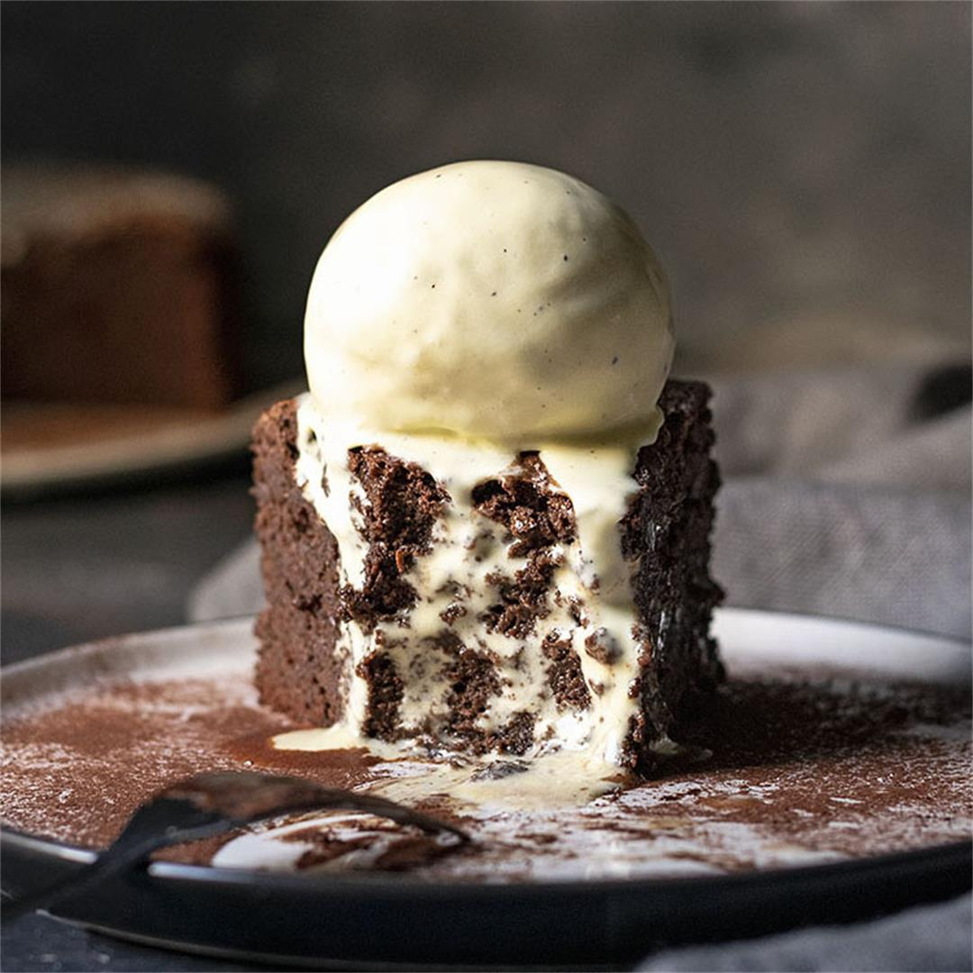 5-ingredient flourless chocolate cake