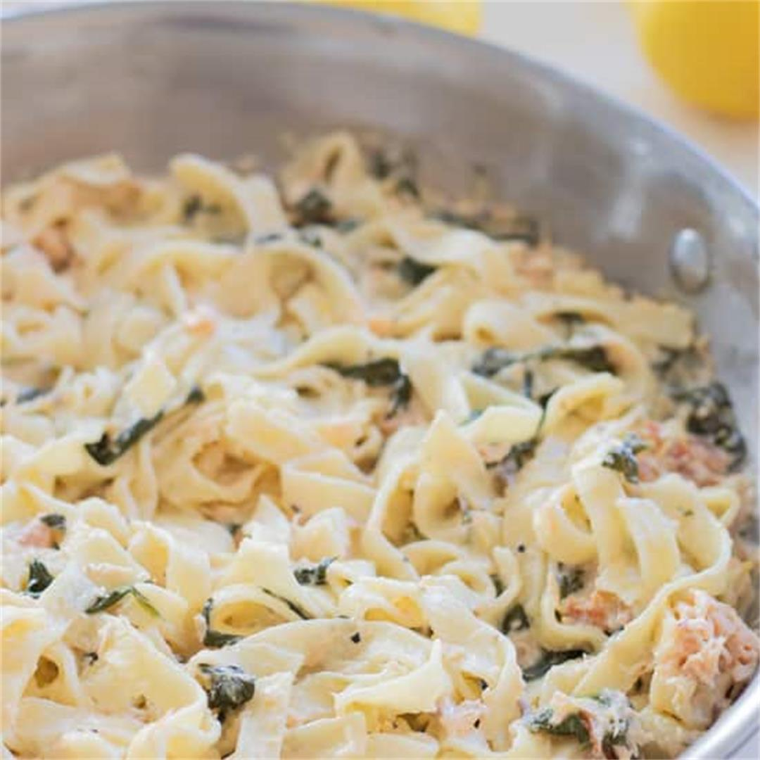 Easy Smoked Salmon Pasta with Spinach & Lemon [15 minutes]