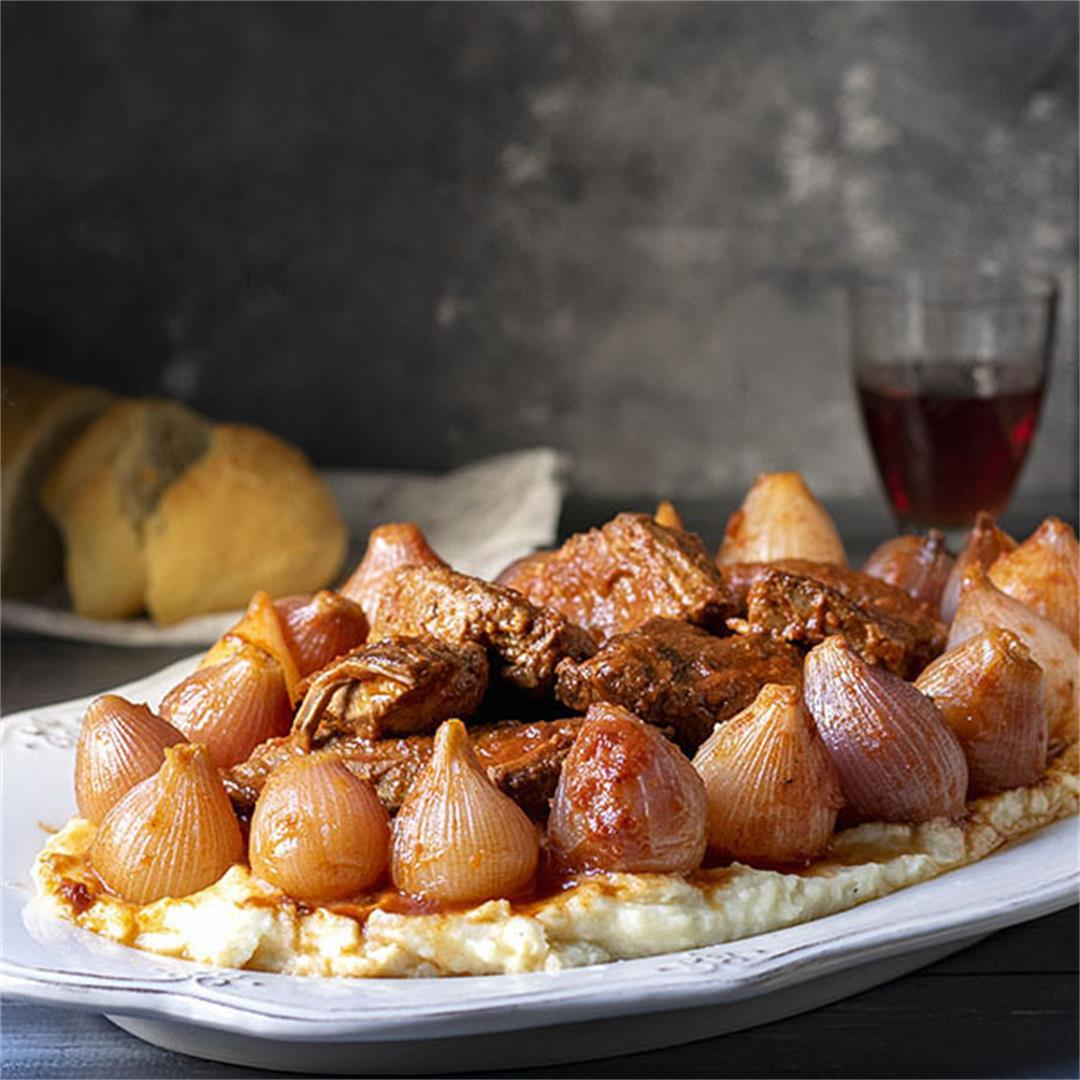 Greek beef stew with pearl onions (Stifado)