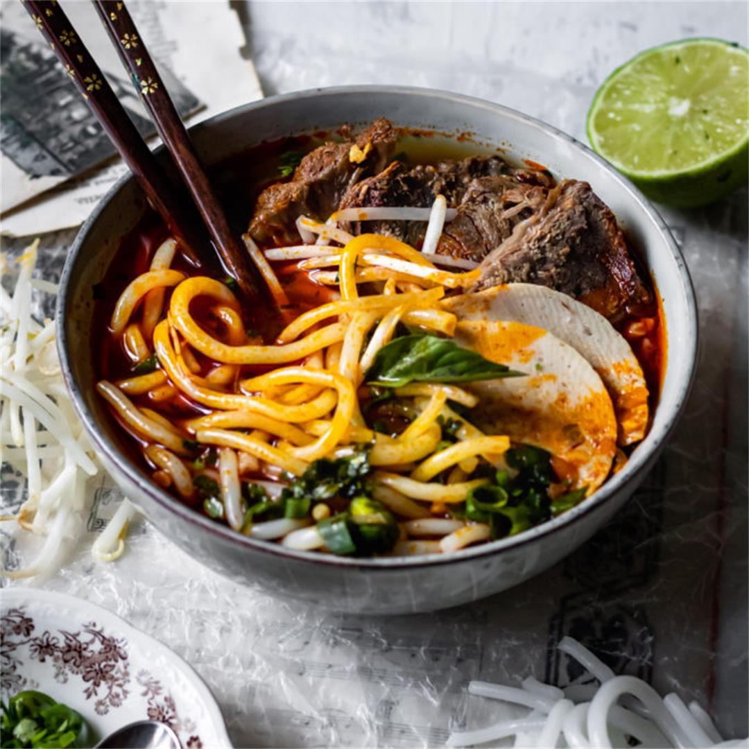 Bun Bo Hue - Spicy Vietnamese Beef Noodle Soup - Cooking Therap