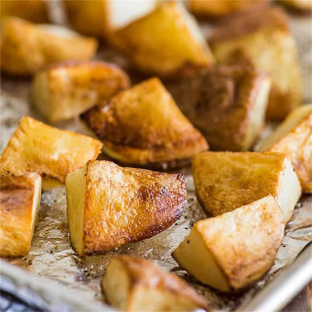 Crispy Roasted Red Potatoes (Easy!)