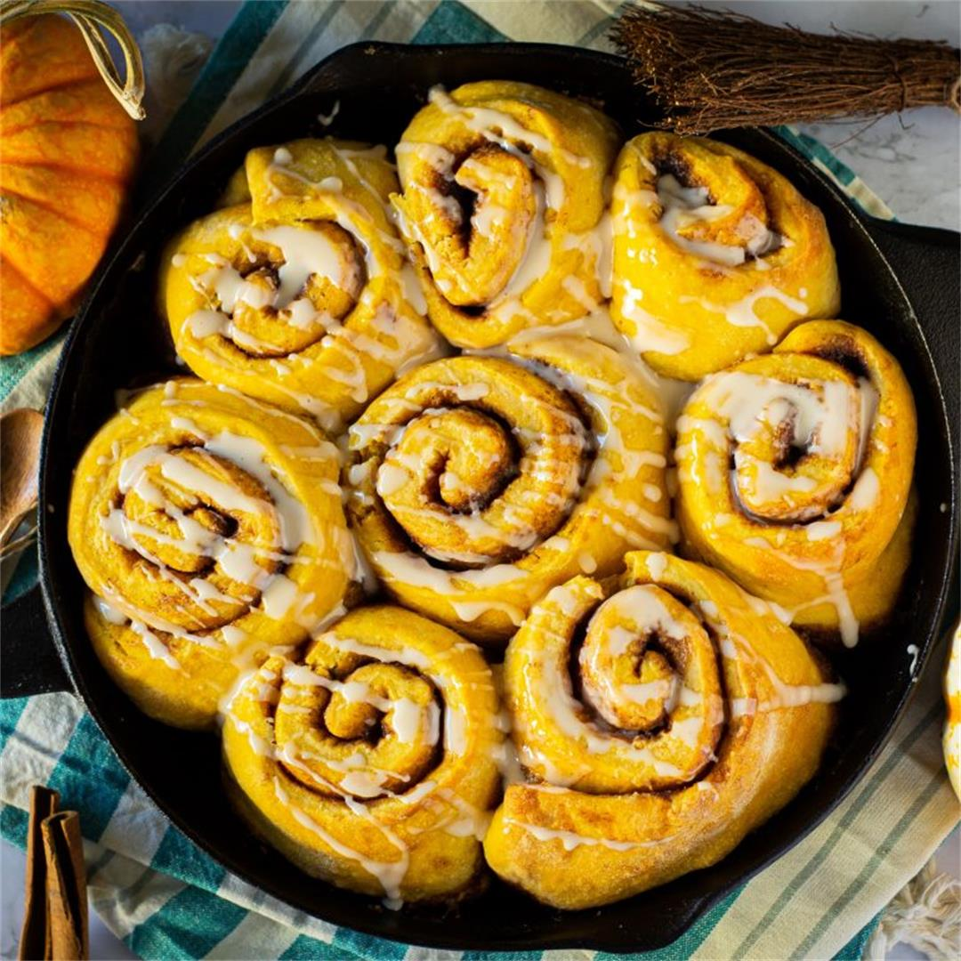 Pumpkin Chai Tea Latte Cinnamon Buns