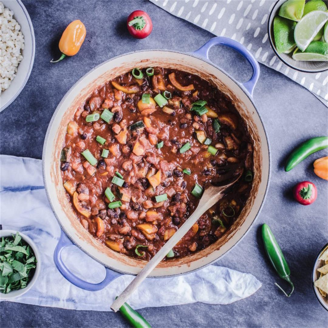 Guide to Vegan Meal Prep & Warming Bean Chili Recipe