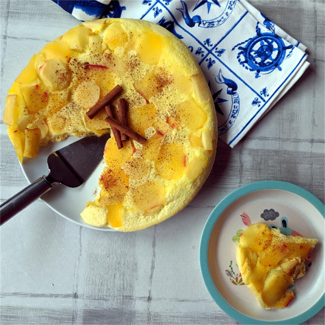 Grzybek z jabłkami (spongy omelet with apples)