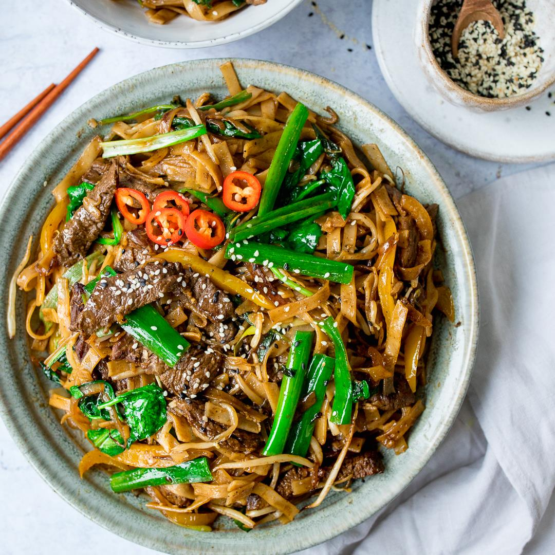 Beef Chow Fun (Beef Stir Fry with Noodles)