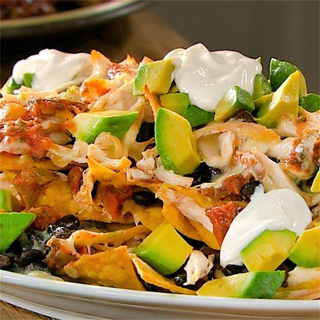 Nachos with chicken, bean & salsa
