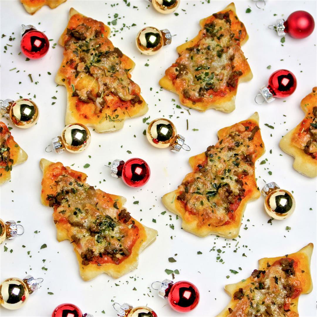 Gorgeous mini Christmas tree pizzas!
