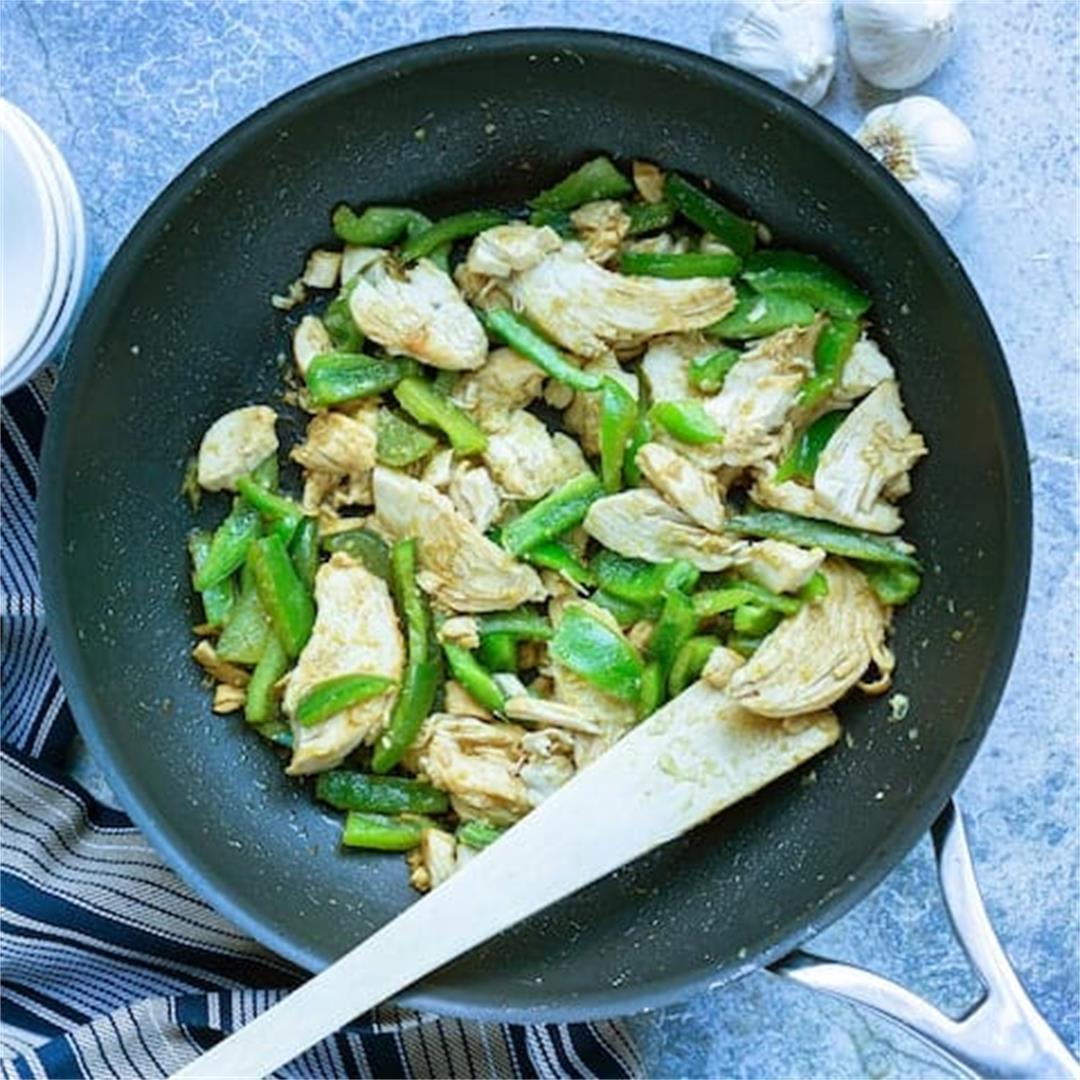Easy Garlic Ginger Chicken Stir Fry (5 Ingredients)