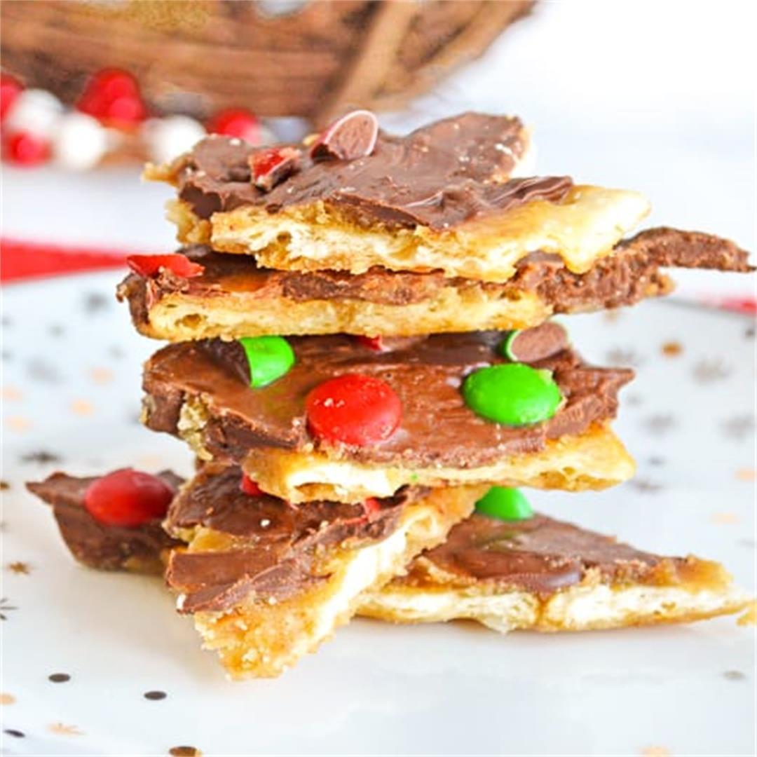 Christmas Crack {Easy 5-Ingredient Christmas Dessert!}