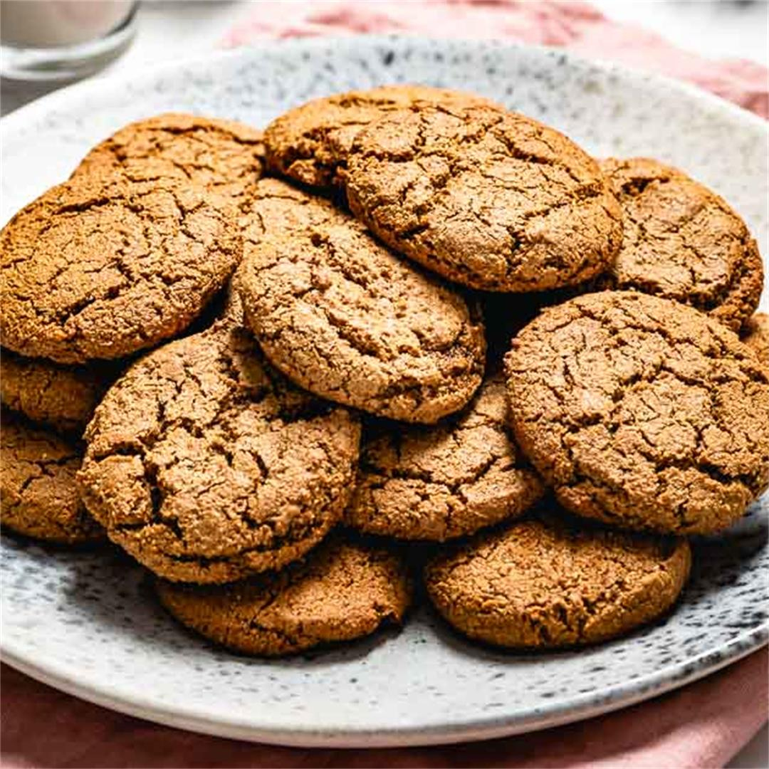 Paleo Gingerbread Cookies with almond flour