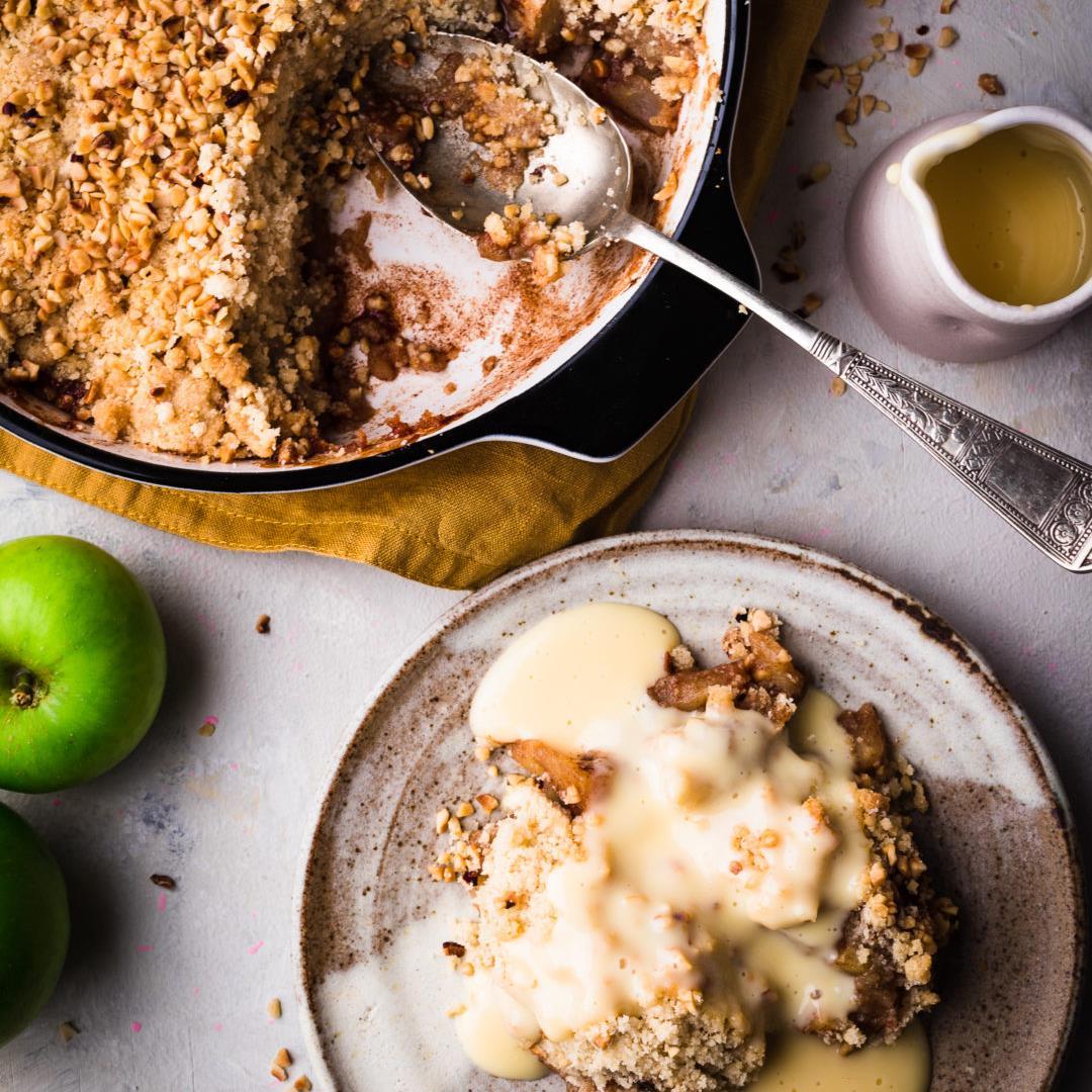 Apple Crumble with Cinnamon and Hazelnut