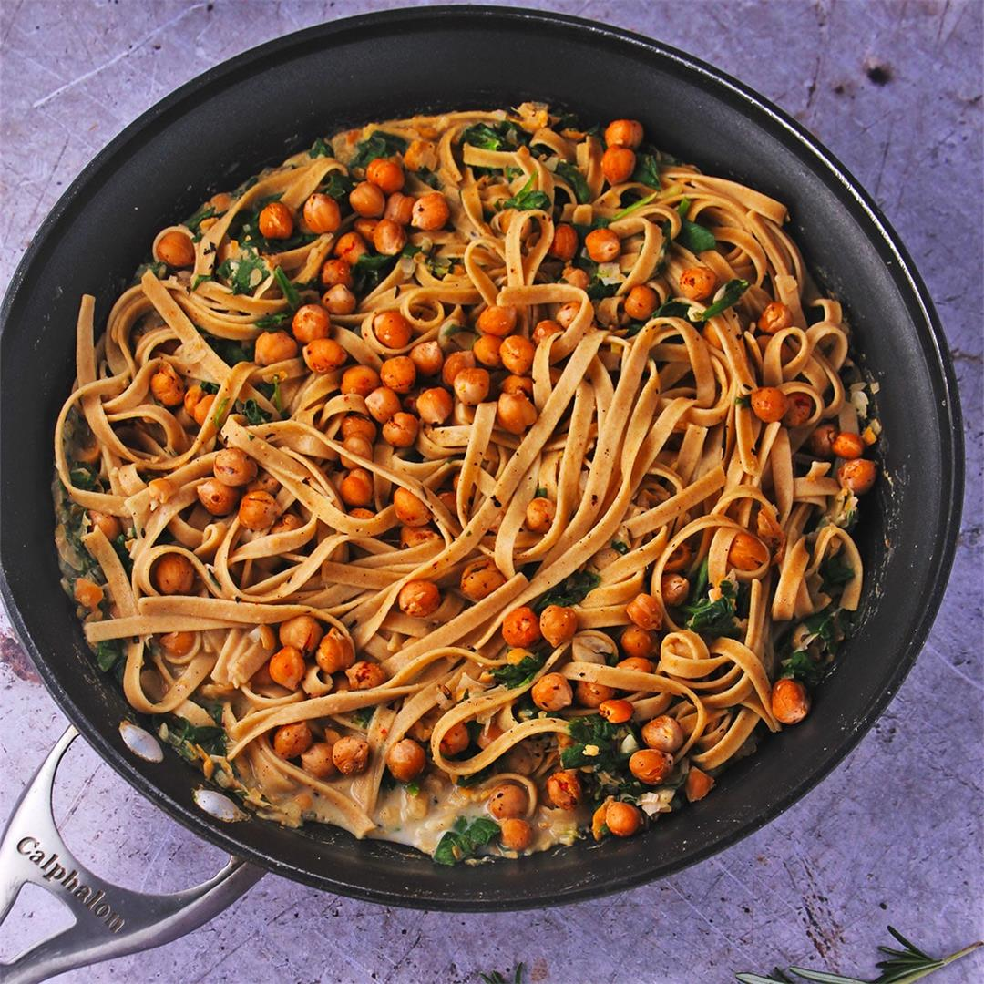 Chickpea pasta sauce with rosemary and spinach