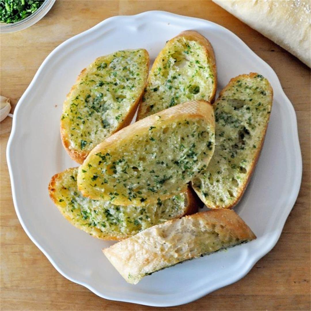 Restaurant-Style GARLIC BREAD in under 10 MINUTES