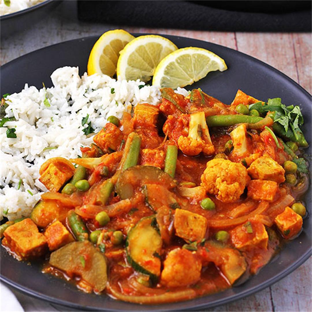 Tomato vegetable curry with crispy tofu
