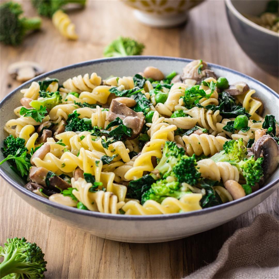 Creamy Pasta with Broccoli & Mushrooms (vegan & gf) -