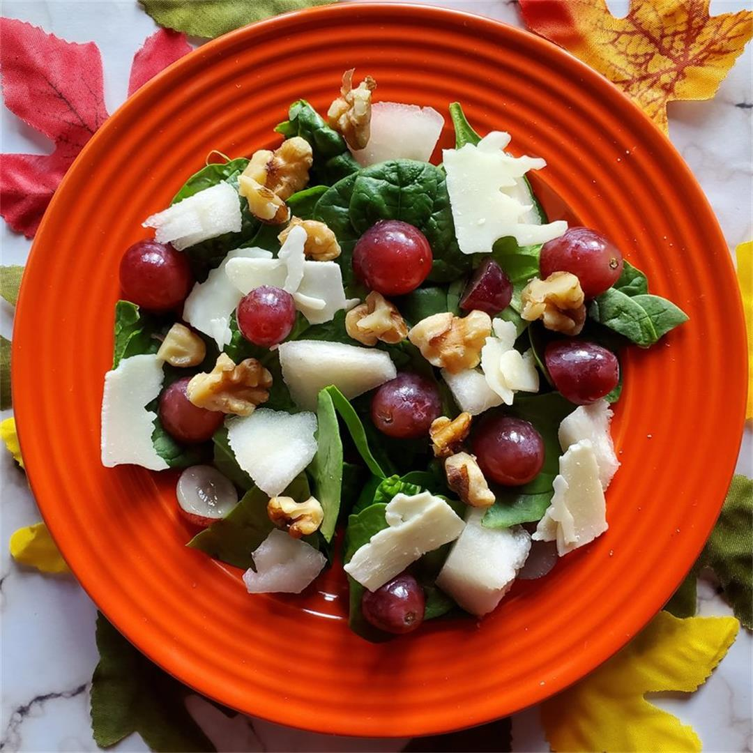 French Salad with Walnuts, Pears, and Grapes