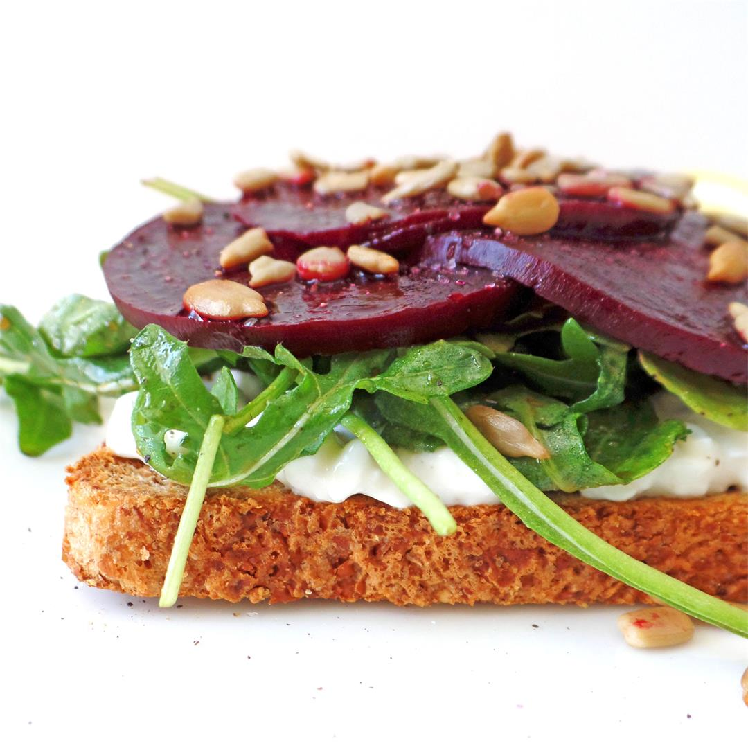 Beet and Cottage Cheese Toast (Easy Vegetarian Lunch)