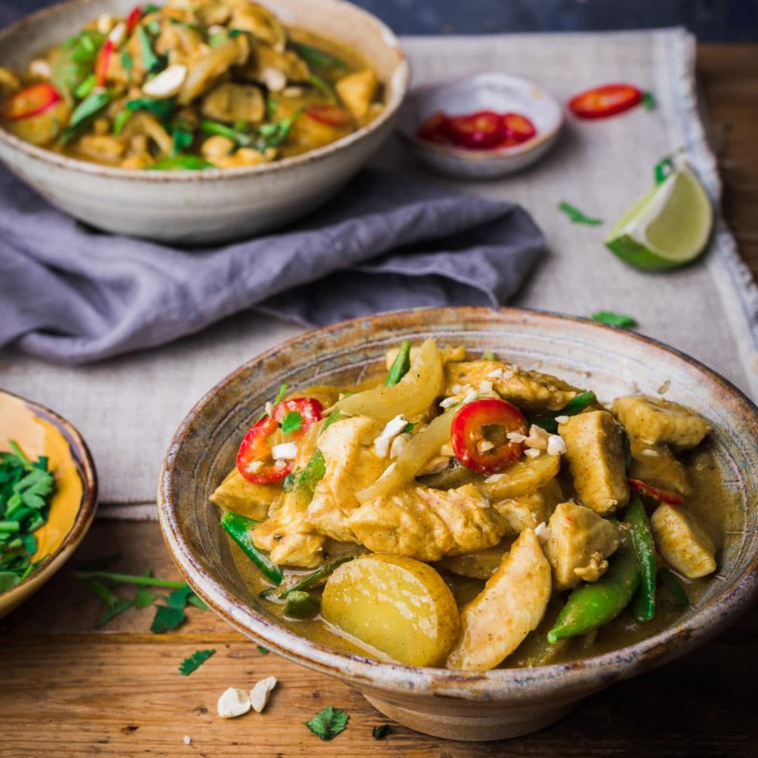 Massaman Curry (plus recipe video + step by step guide)