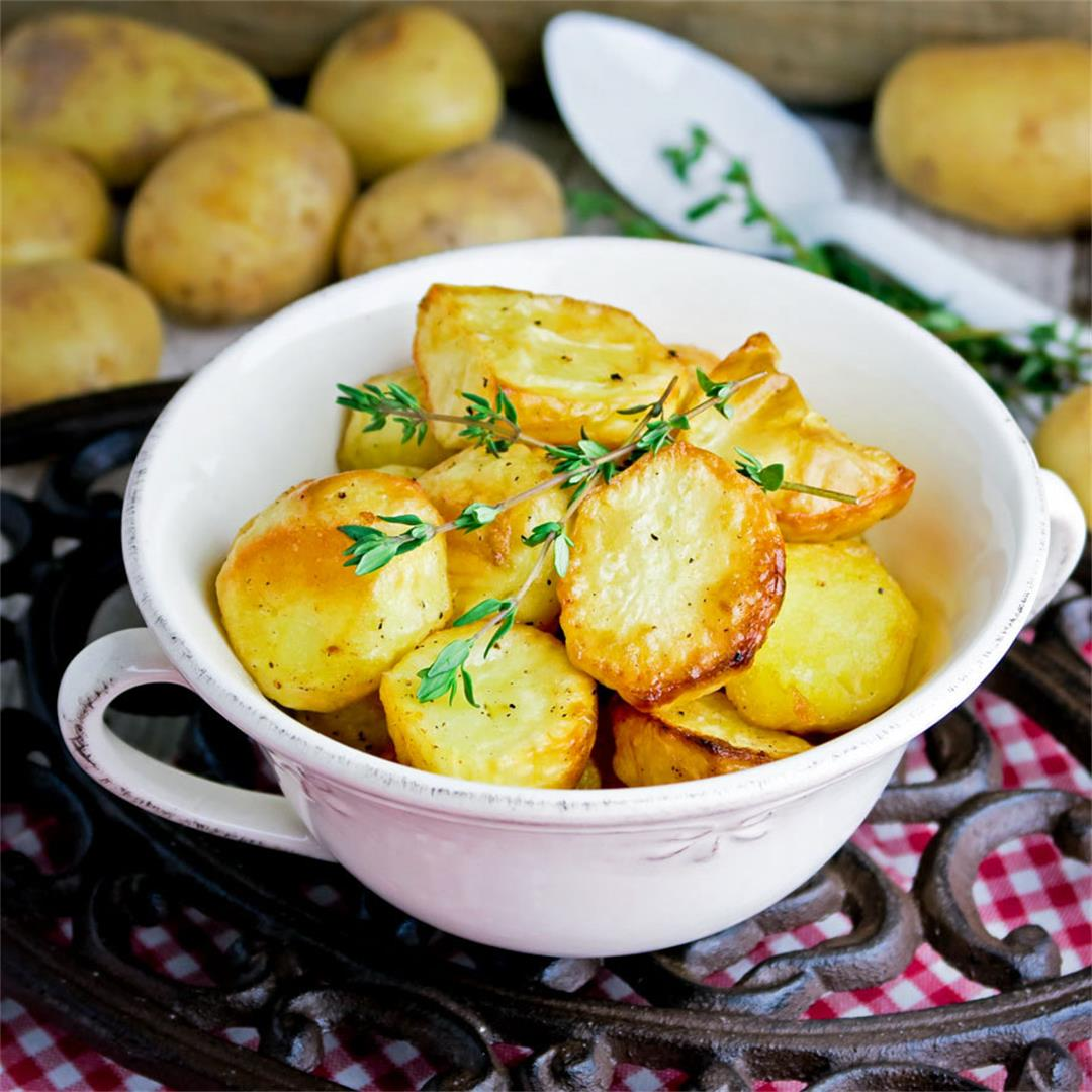 Tips and tricks to make perfect, crisp oven roasted potatoes!