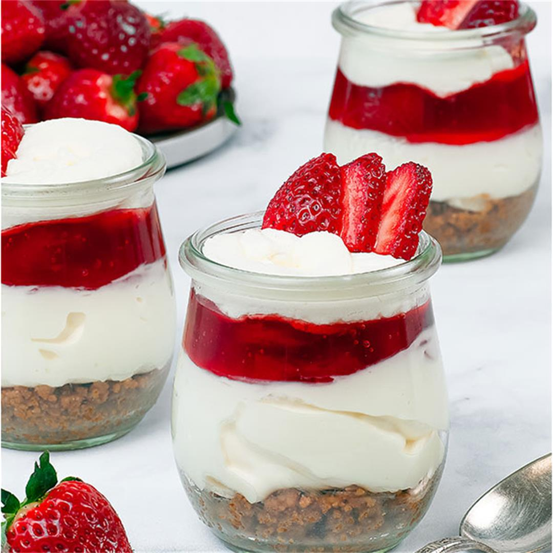 No-Bake Strawberry Cheesecake Cups