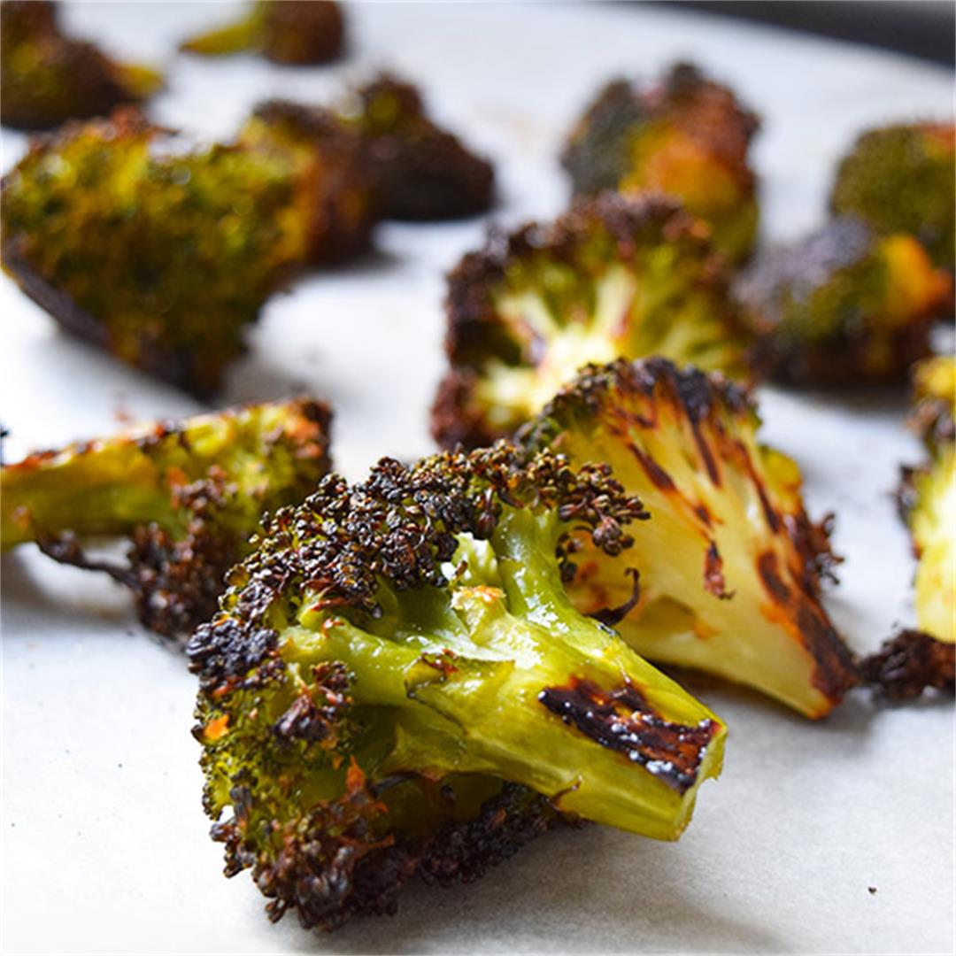 Crispy and Cheesy Roasted Broccoli (Vegan)