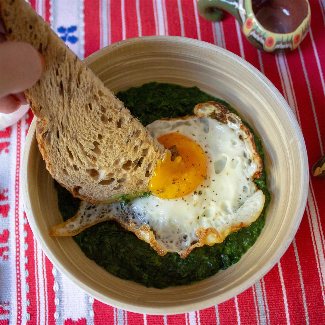 Creamy spinach with fried egg