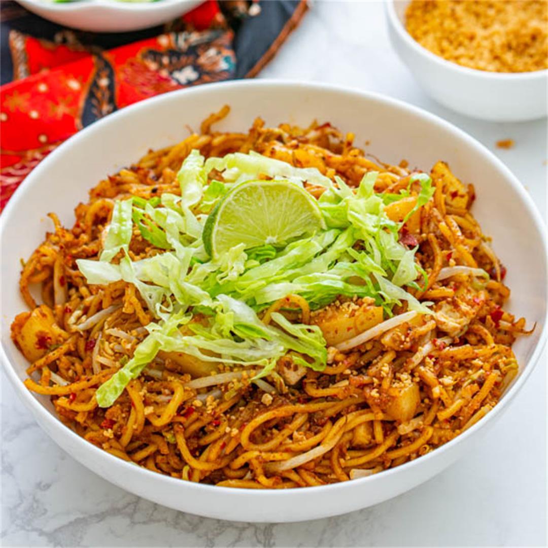 Malaysian Fried Noodles (Mamak Style Mee Goreng)