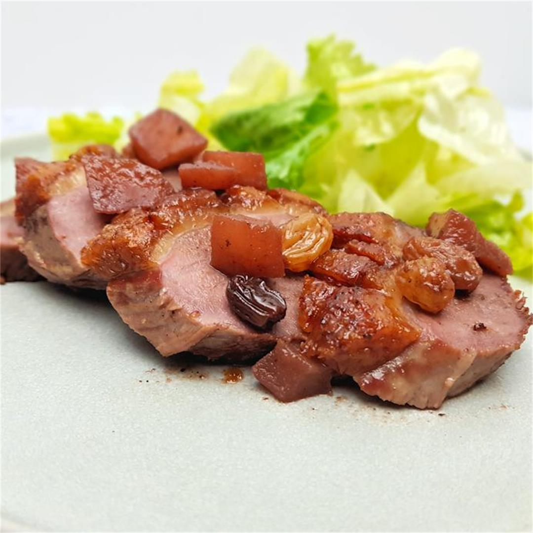 roast goose breast with apples and raisins
