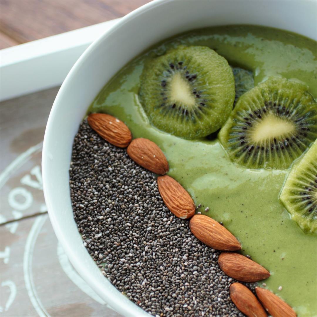 Kale & Kiwi Green Smoothie Bowl Recipe