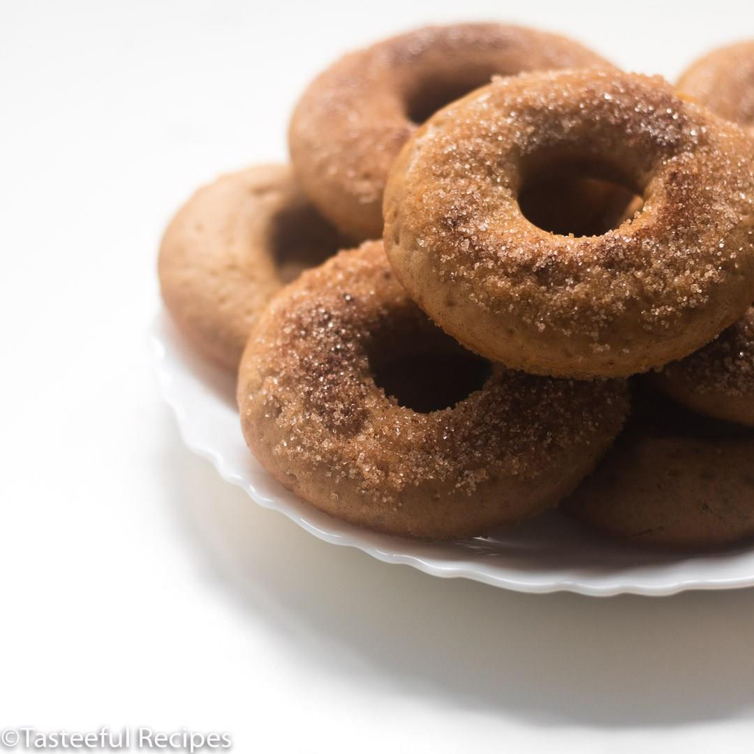 Baked Cinnamon Banana Bread Donuts