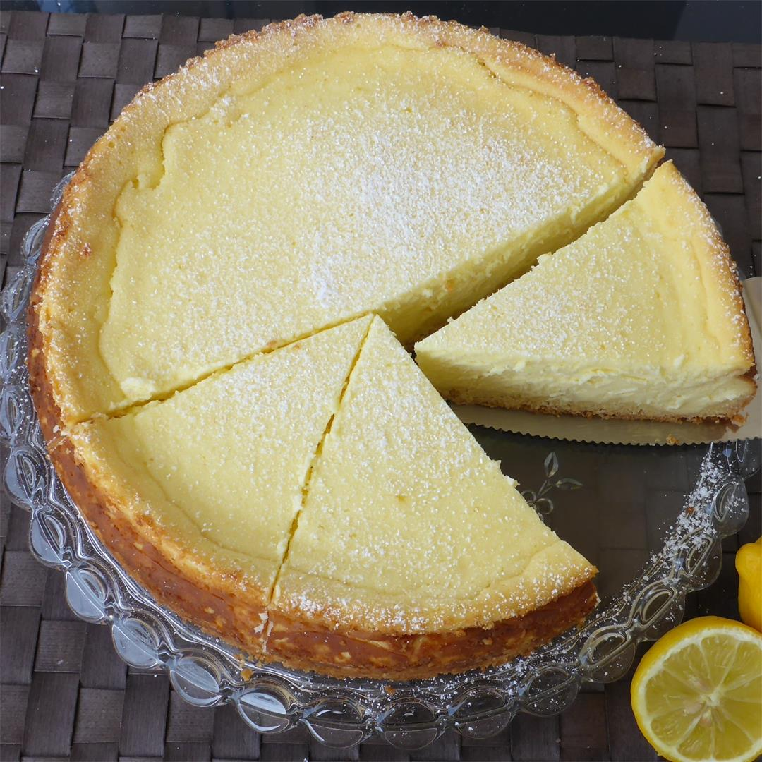 Best German lemon cheesecake with creamy topping