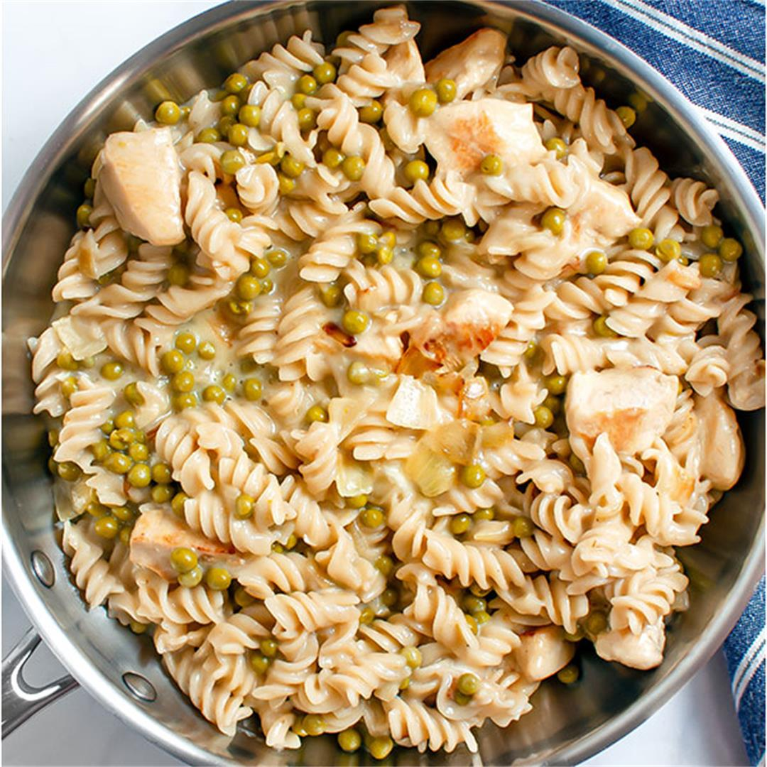 Pasta with Peas (Quick, Easy, and Affordable)