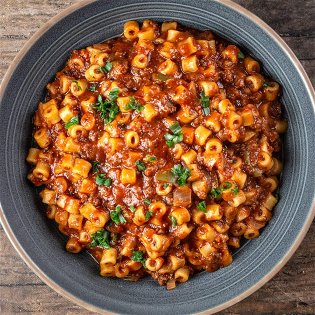 Instant Pot American Goulash (Easy One Pot Meal!)