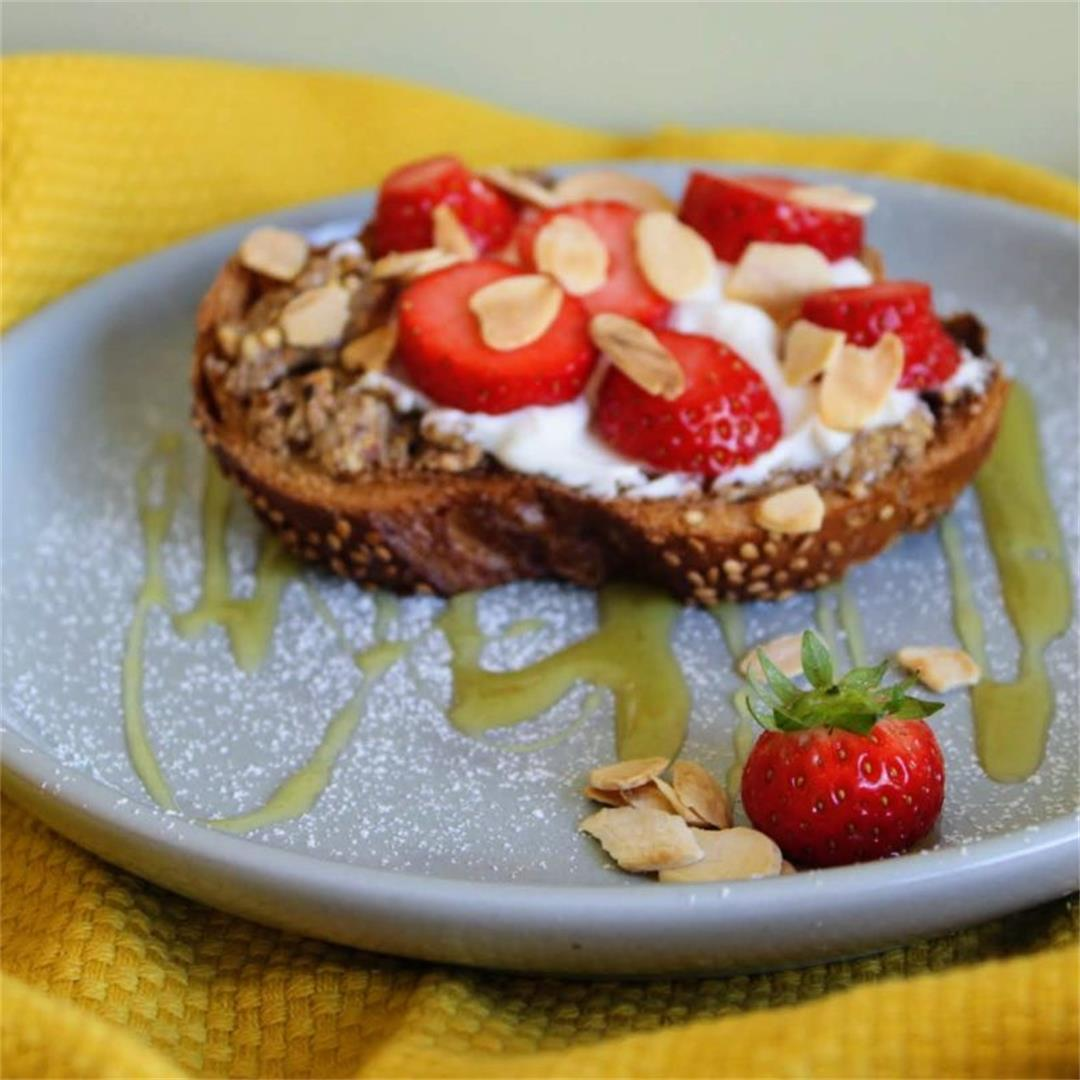 Brunch Toasts with Almond Butter, Natural Yogurt and Strawberri