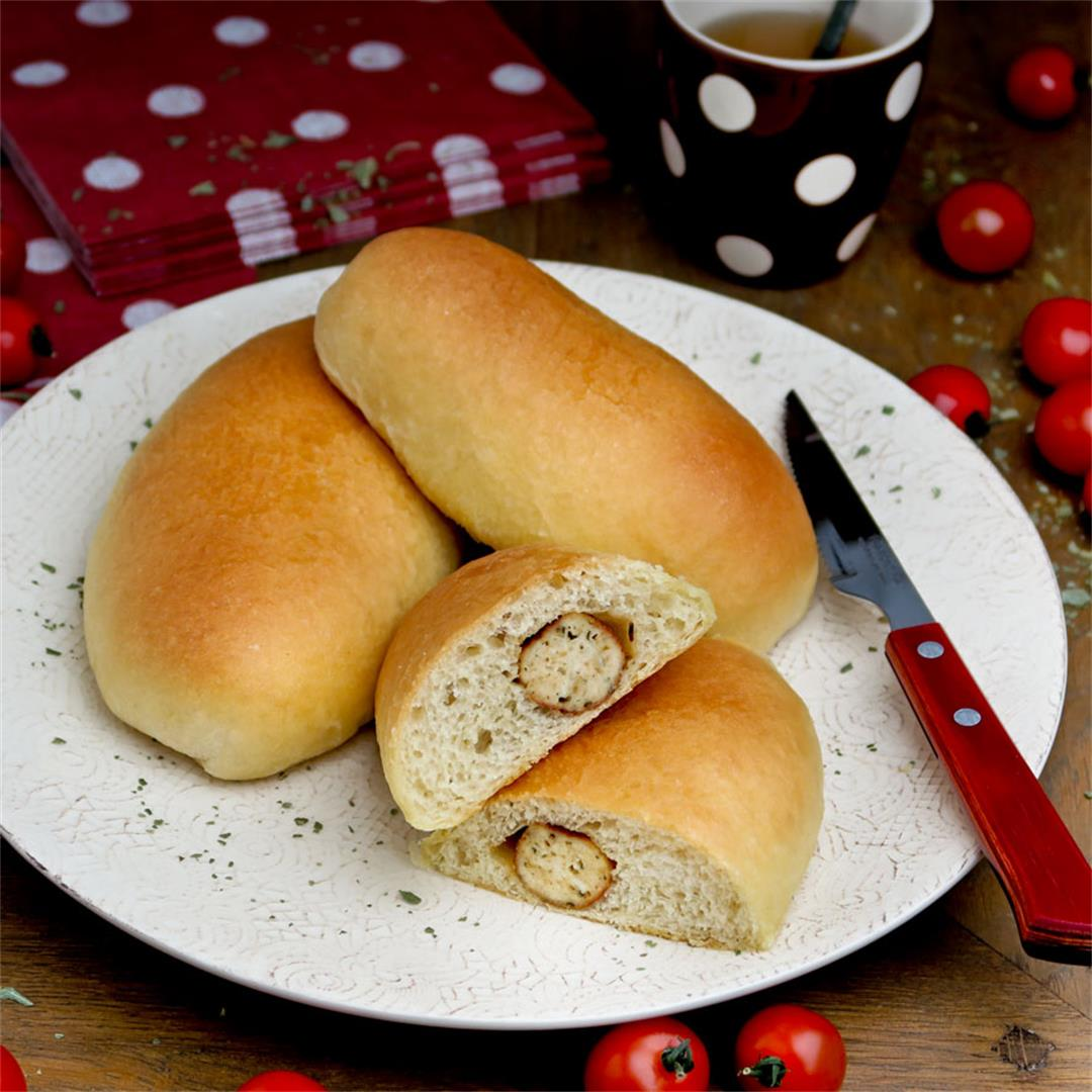 Soft and tender bread rolls with a heart of chicken sausages!